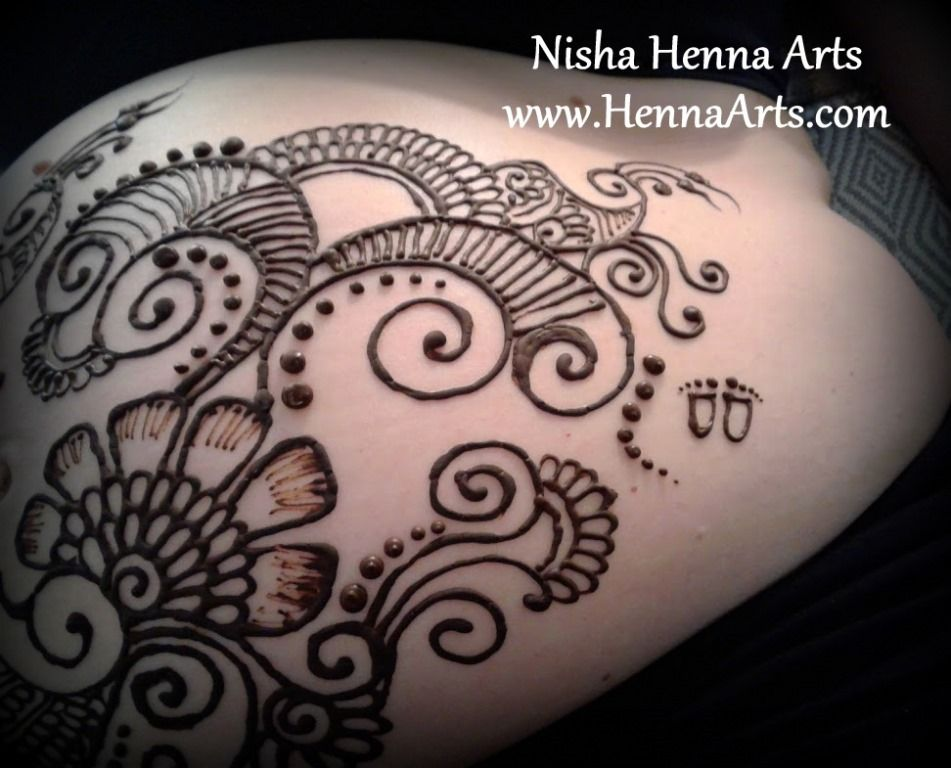 Henna on tummy