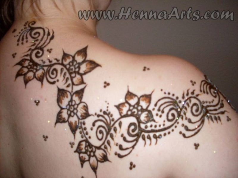 Henna vine on shoulder